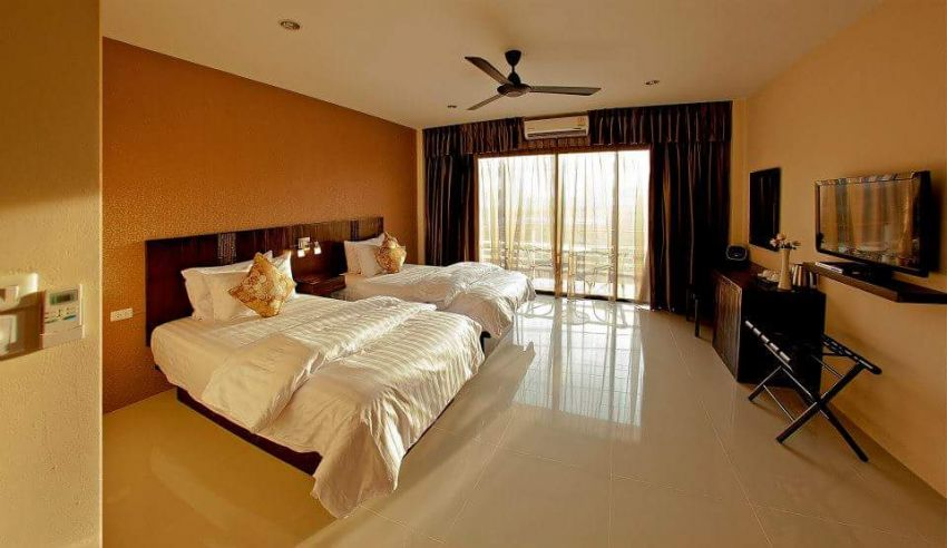 Receptionist Required / 10 Room Guesthouse in Karon Beach..