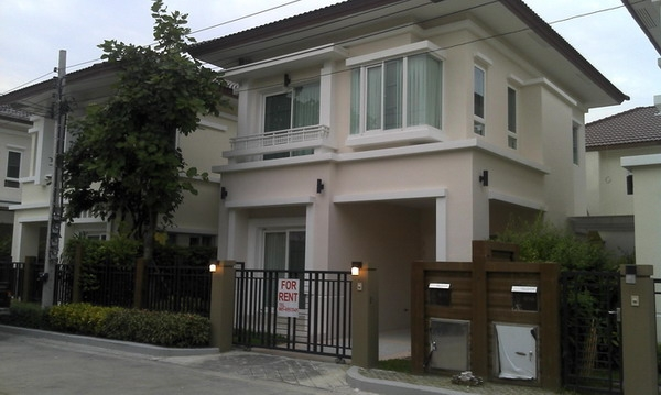 Single House For Rent, 3 Bedrooms Nearby BTS Baring