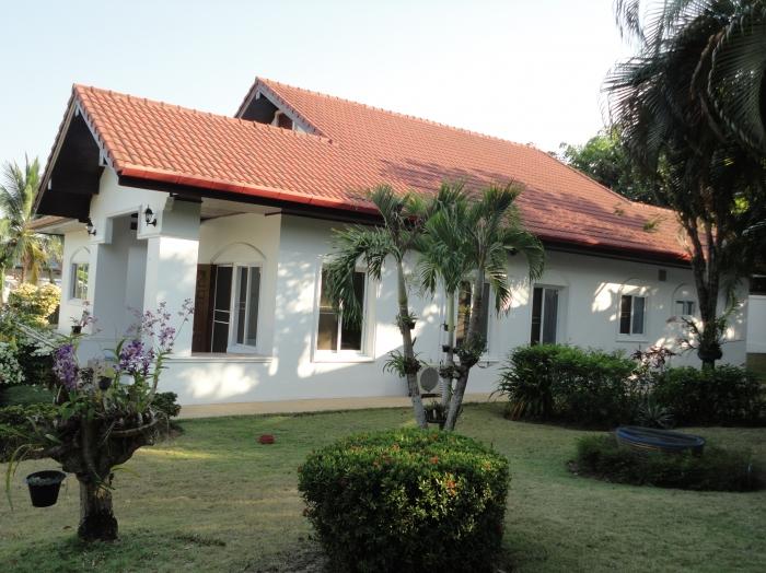 Rawai Pool Villa On 1 Rai of land     URGENT SALE!!!!
