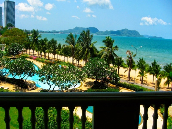 Beachfront 2bedrooms Condo For Sale and rent