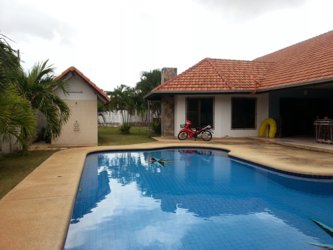 3 Bedroom House with private pool