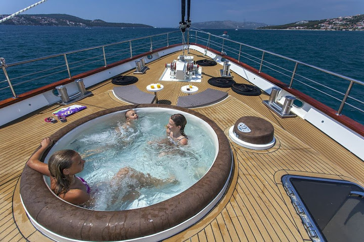 softub world best outdoor und indoor jacuzzi hot tube swimming pool jacuzzi for sale bang. Black Bedroom Furniture Sets. Home Design Ideas