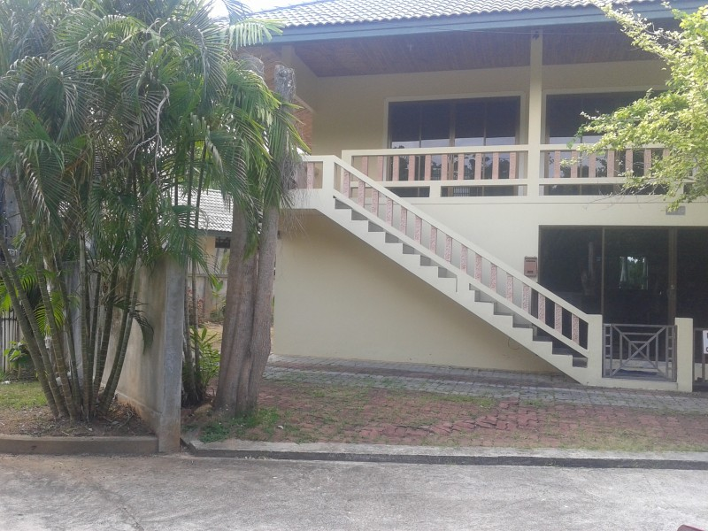 A spacious 2 storey 3 bed villa for rent