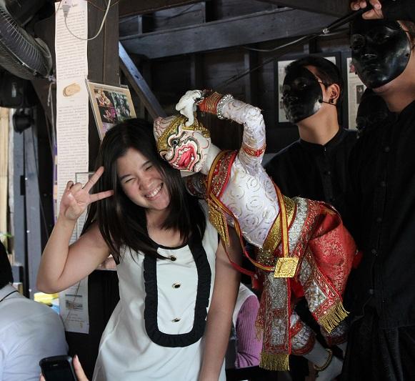 Female Private Tour Guide - Bangkok & Thailand | Travel