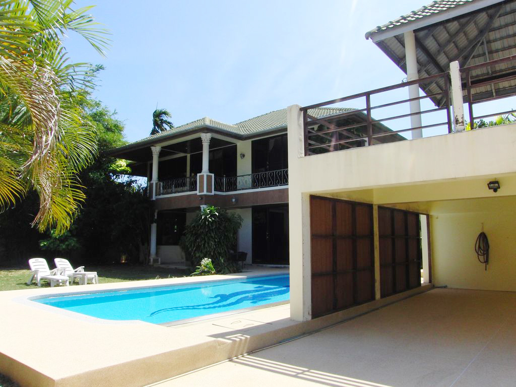 A 3 bed pool villa for rent or sale Rawai