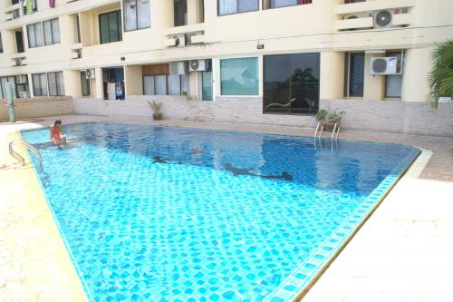 CS1300 Thepthip Condo , 2 bed for sale