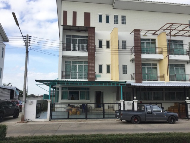 Townhouse 3 km from The Mall rent + buy