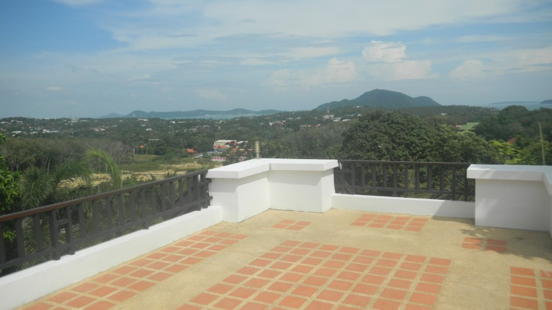 A sea view 5 bed villa for rent in Rawai