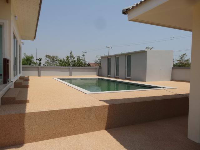 New 3 BR 2 Bath Pool Villas