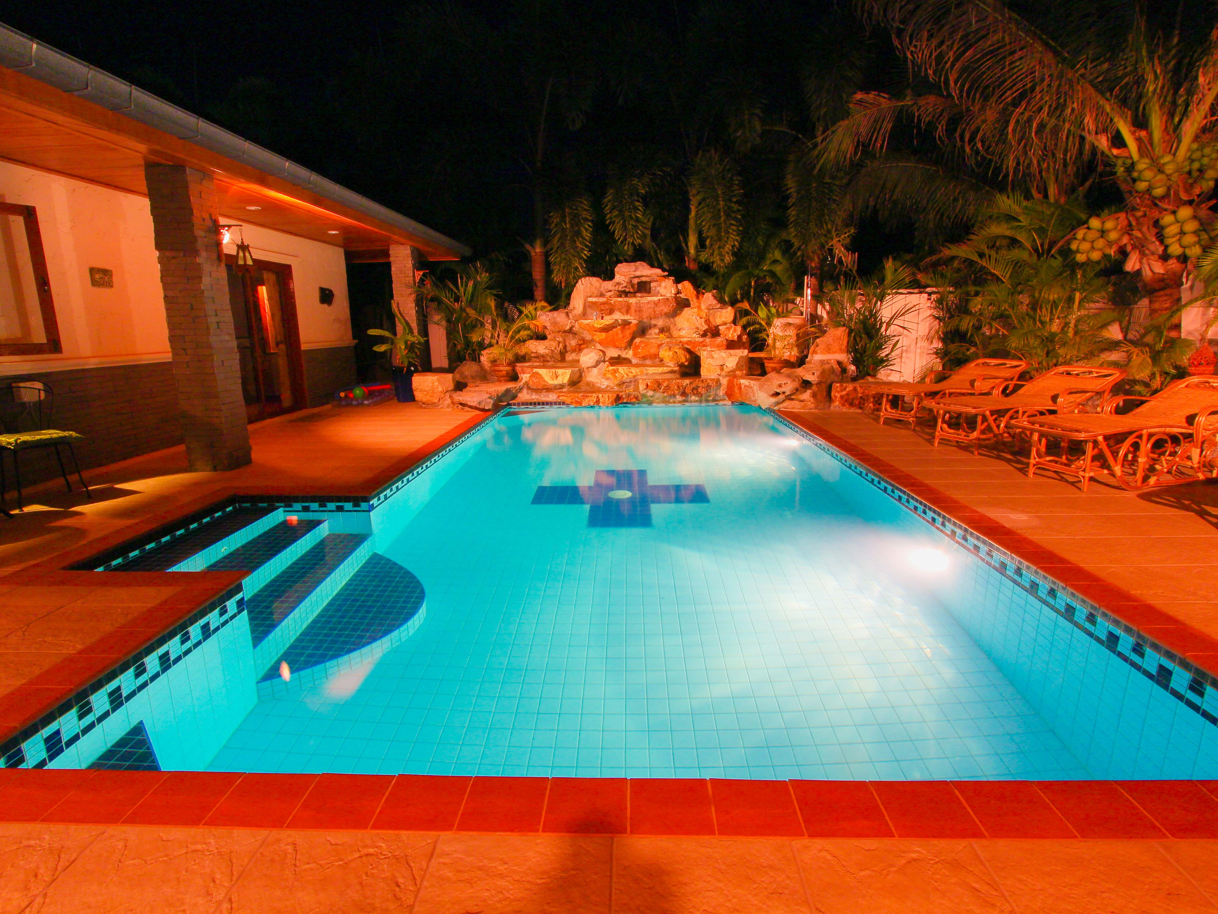 3 Bed villa  with pool + 2 Bed flat on 800 sq meters Land