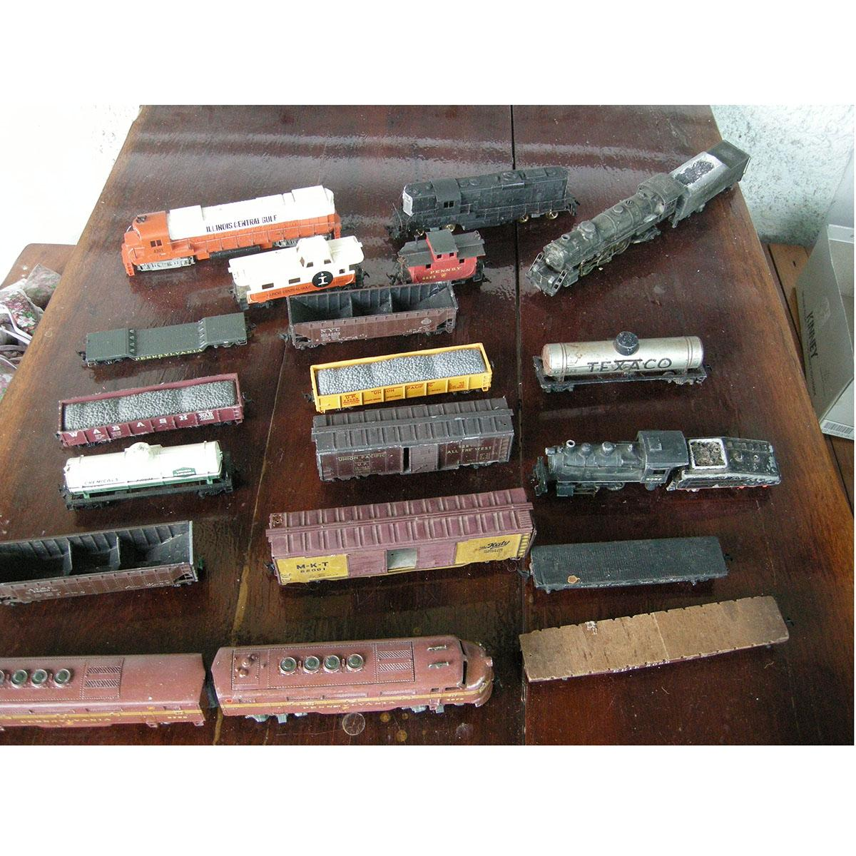 Attention Hobbyists & RR Lovers Complete Set Of HO Trains