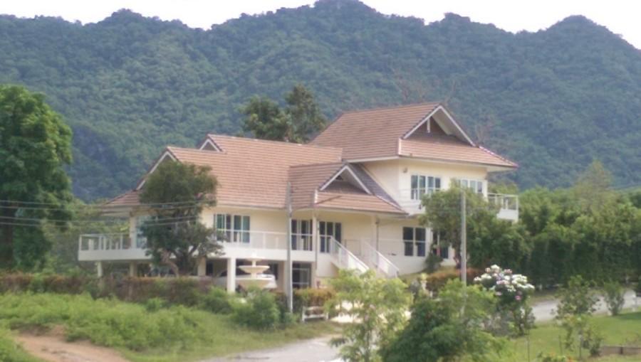 4 BR detached house (incl 2 BR SpaHouse)