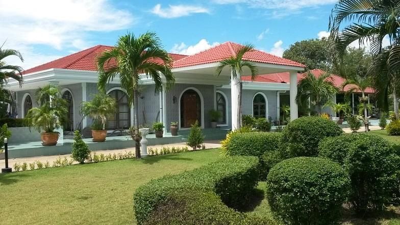 Villa With 4 Bungalows And 4 Rai (6000sqm) Land For Sale.
