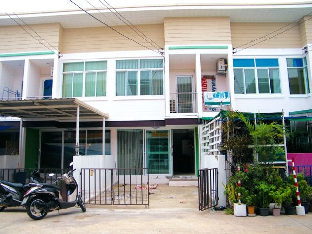 Two-storey townhouse in Hua Thale