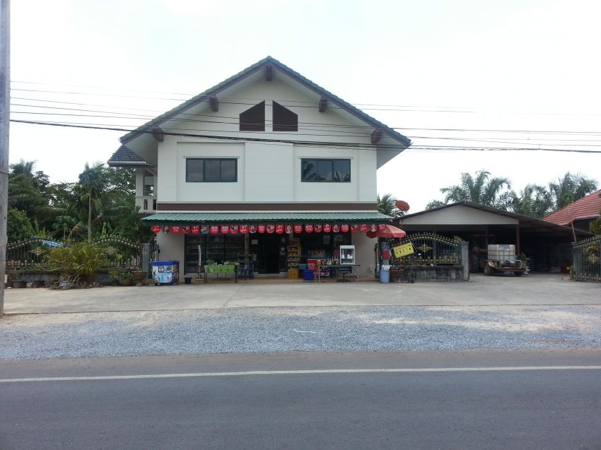 House and Minimart on one rai for sale