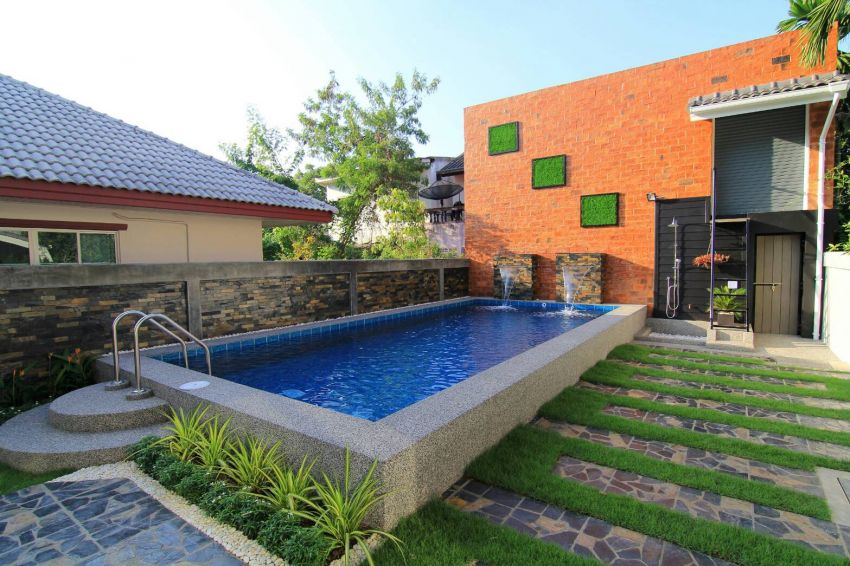 Large modern house with private pool