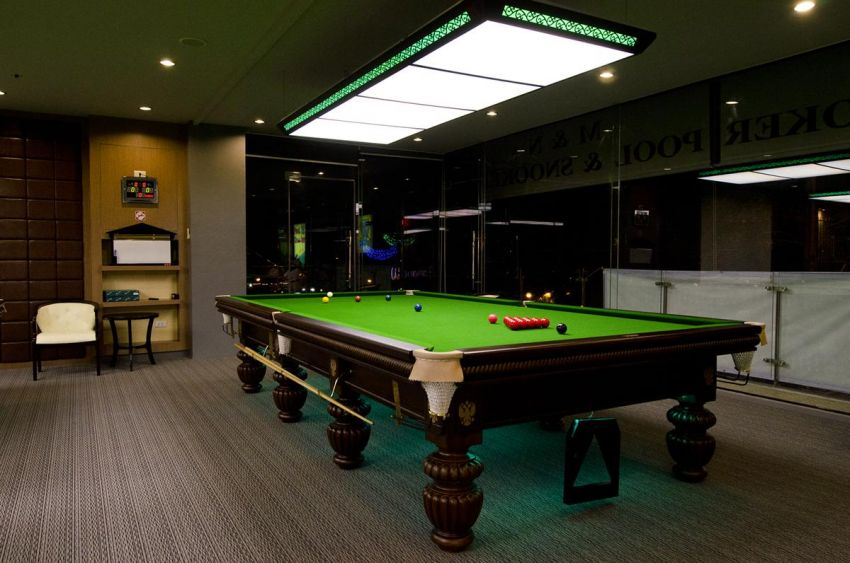 Beautiful full size snooker table for sale