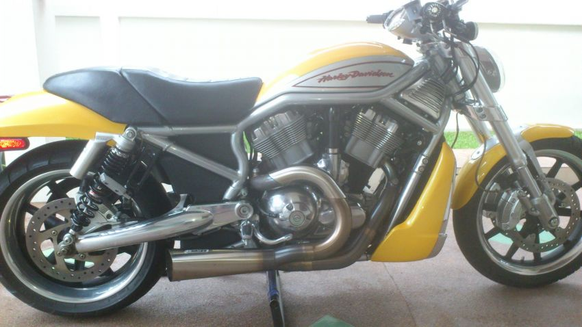 Rider's VRod with mid controls
