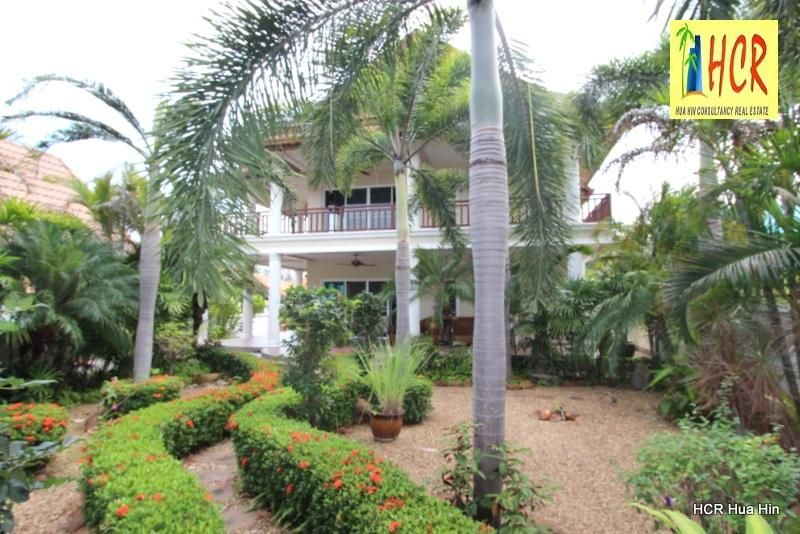 Excellent take care 2 storey house with designed large garde