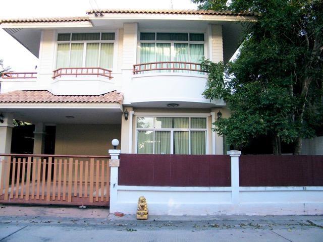 Villa in a popular location