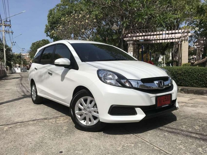 7 seater car for rent in Pattaya