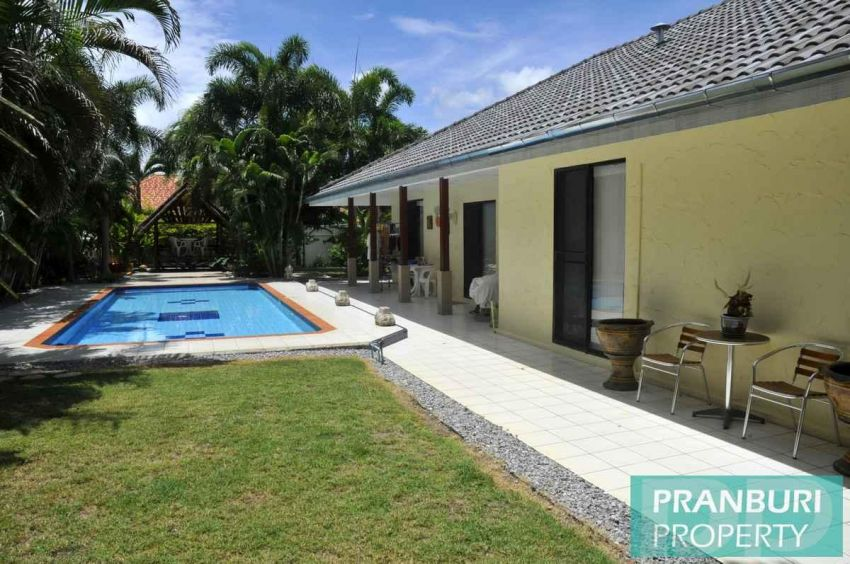 3 bed pool villa on nice sized plot near Khao Kalok beach