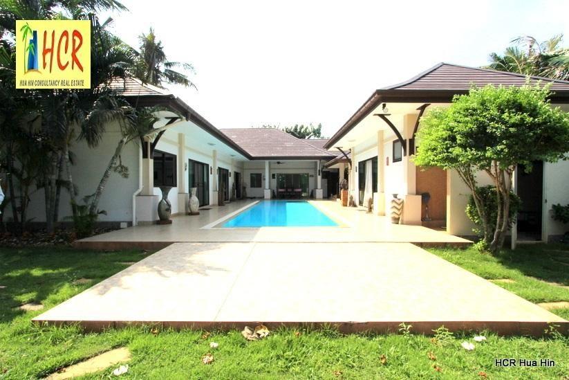 Beautiful Large Pool 4 Bedroom Villa on a big Plot 1000 sqm