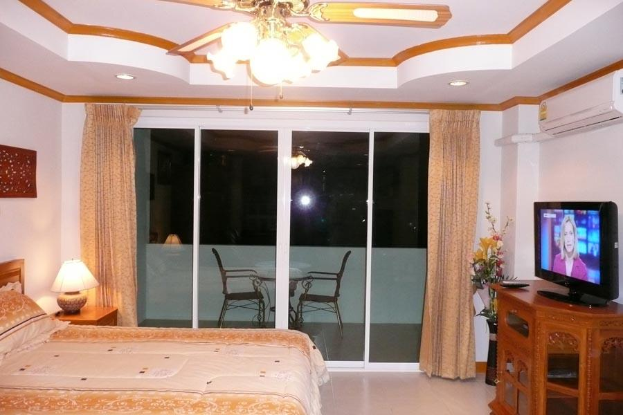 Wongamat Studios & One Bedroom Condos For Rent Or Sale