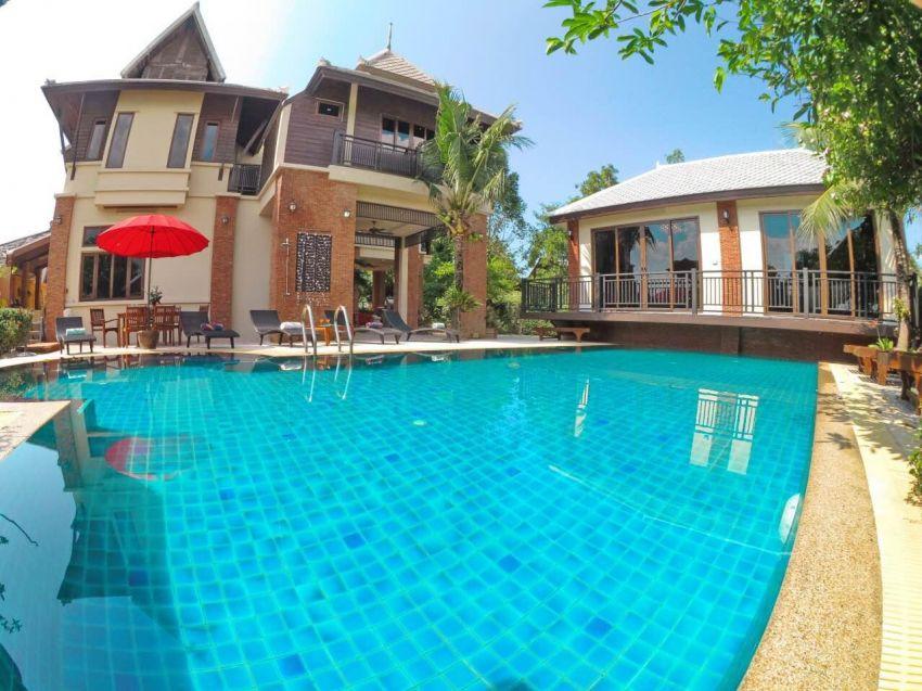 Amazing 5 bedroom villa for rent in prime location.