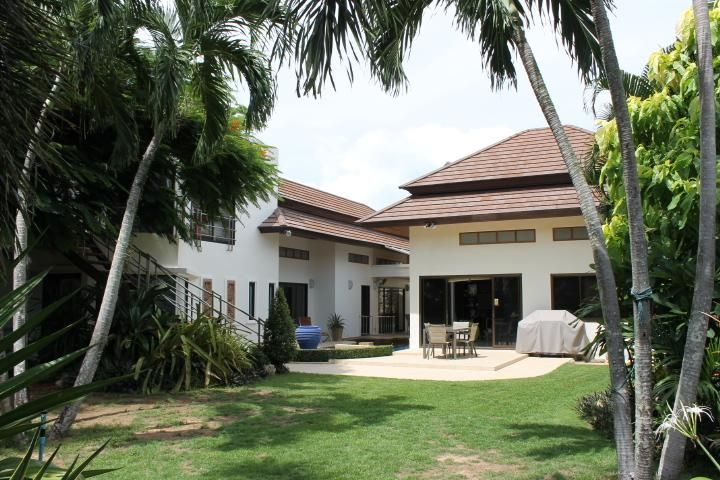 A lovely 4 bed pool villa for sale in Rawai