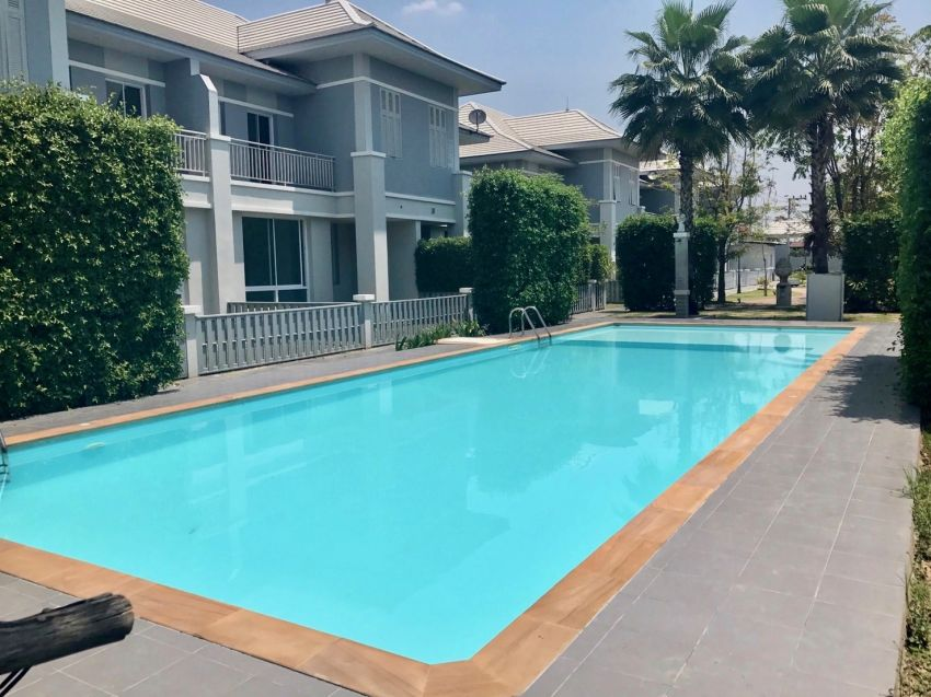 Furnished Townhouse with common pool