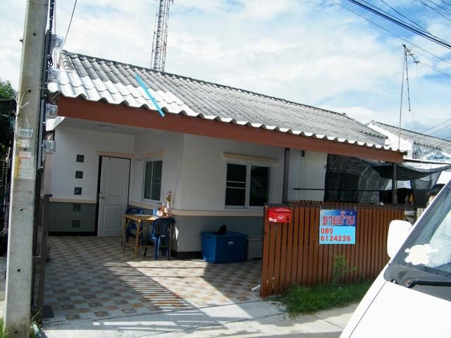 Simple single storey house in Choho