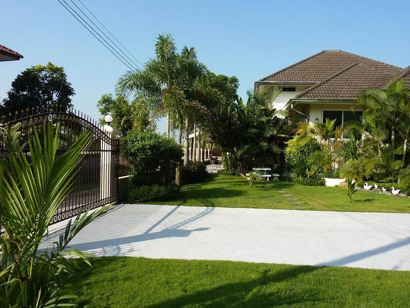 2-Storey Western Style House for Sale! 3,5 Mio Baht (or best offer)