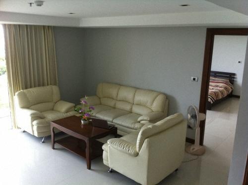 Please click my advert tenant pays 17,000 THB