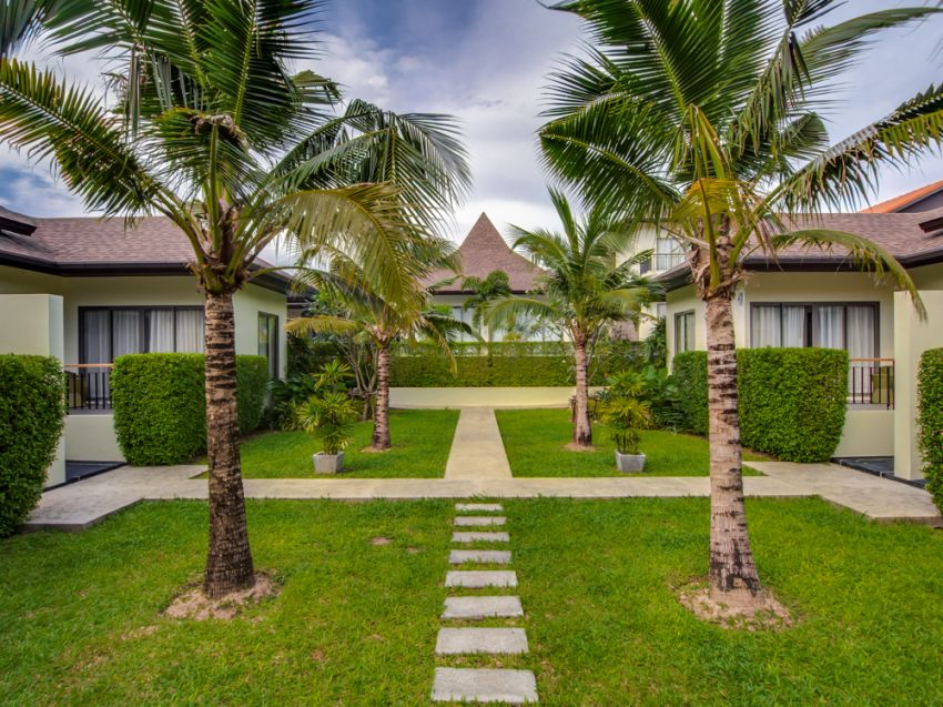 7 bedroom Pool villa For sale (4 mil thb discounted)