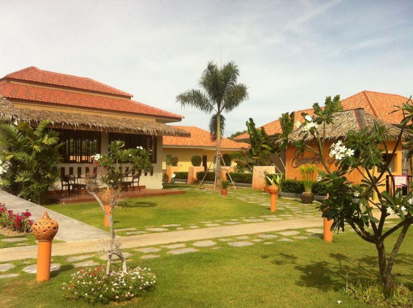 Villas Urgent Sale Suitable for Resort in Hua Hin ChaAm Area