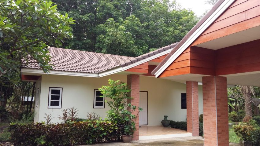 Buakhao, Kuchinarai, Kalasin. 3 bed house to rent,private compound