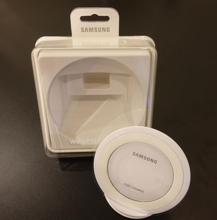 Original Samsung Fast Wireless Charger Stand (White)