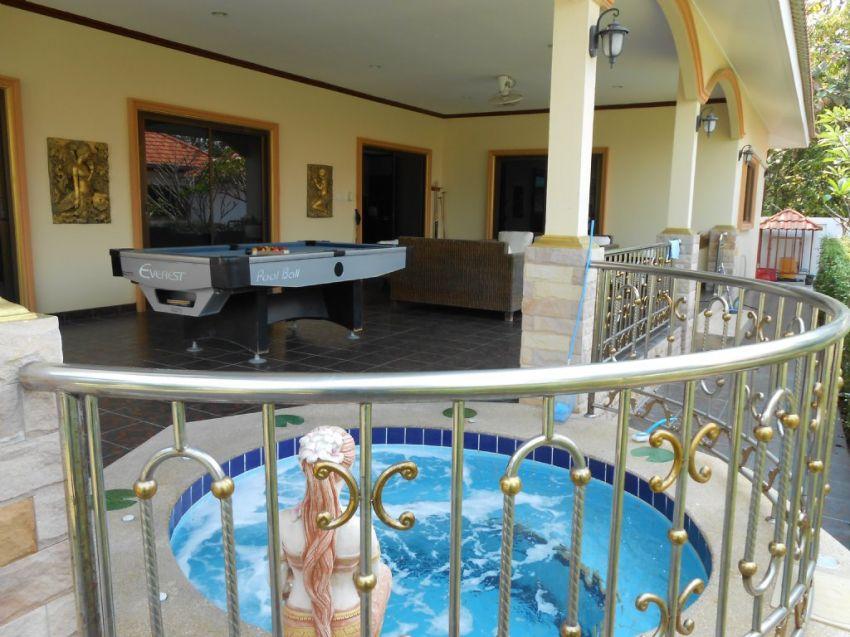 Hin Lek Fie large villa with Jacuzzi Hua Hin