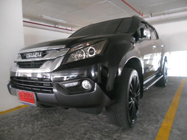 Save 600k Isuzu MU-X 3.0 4wd auto navi top of the range FSH