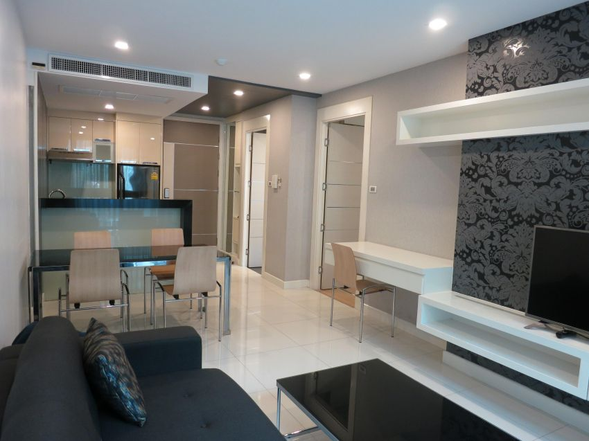 1 Brm, 81sqm ground floor condo for Rent (Apus Condo)