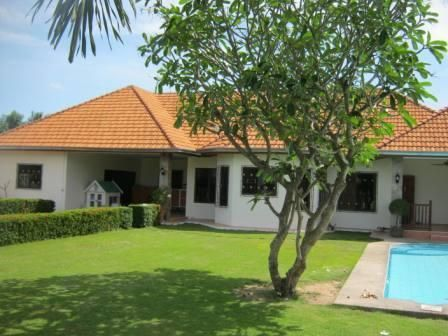 Large 5 Bedroom Bungalow with Pool