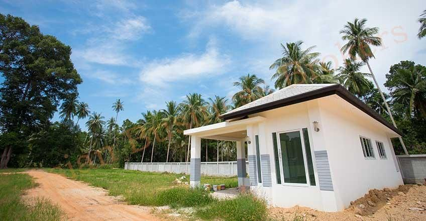 6704001 Freehold Land With Property Close To The Beach In Koh Samui