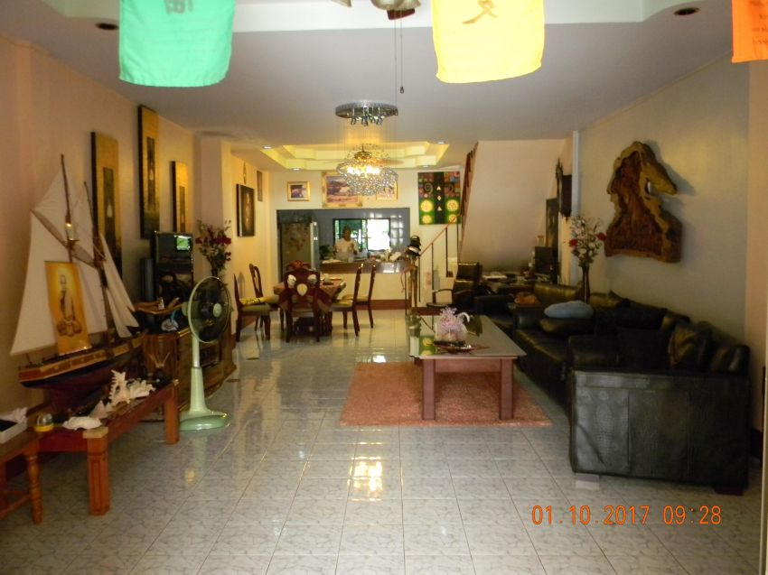 GREAT FAMILY HOME - Private Street 2 Story Large Unit  Phuket