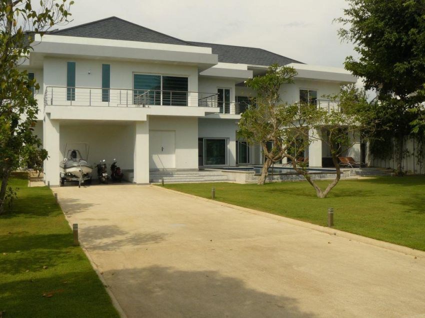 Very Nice Pool Villa For Sale in Jomtien Beach
