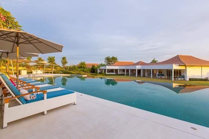 Stunning penthouse villa for sale + 15 Thai Baht Gold.