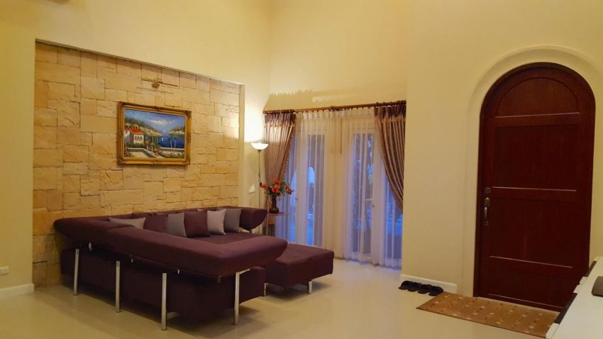 Large house in safe village: great price