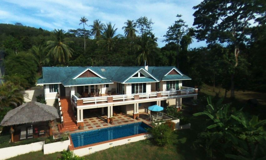 Sea-front Estate with 60 meters of Ocean frontage