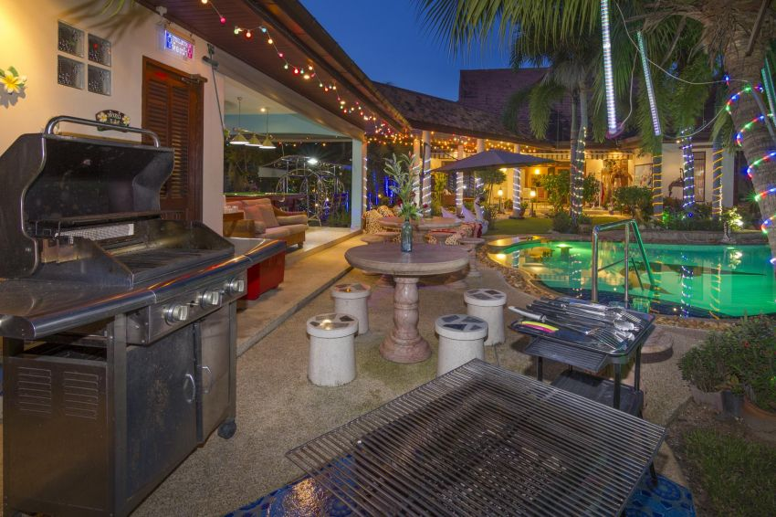 Luxury 4 Bed,Villa + 2 Bed.Cottage+Large Pool+ Tropical Garden