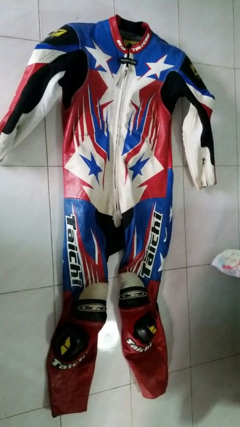 RS Taichi racing suit